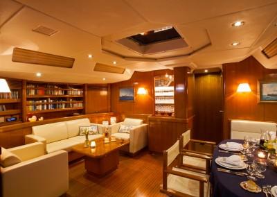 Swan 80 salon
