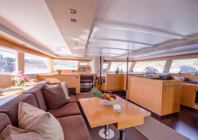 Fountaine-Pajot 57 salon
